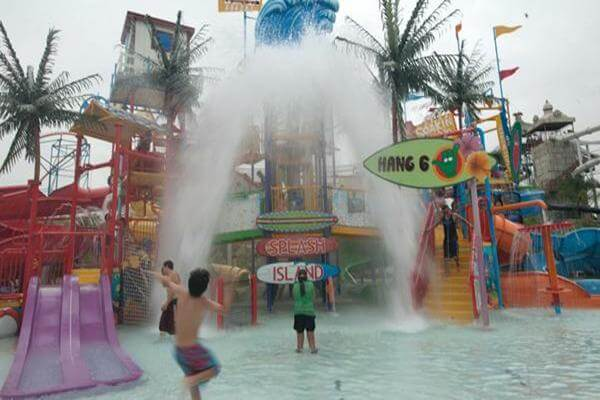 Six Flags® Hurricane Harbor - Los Angeles