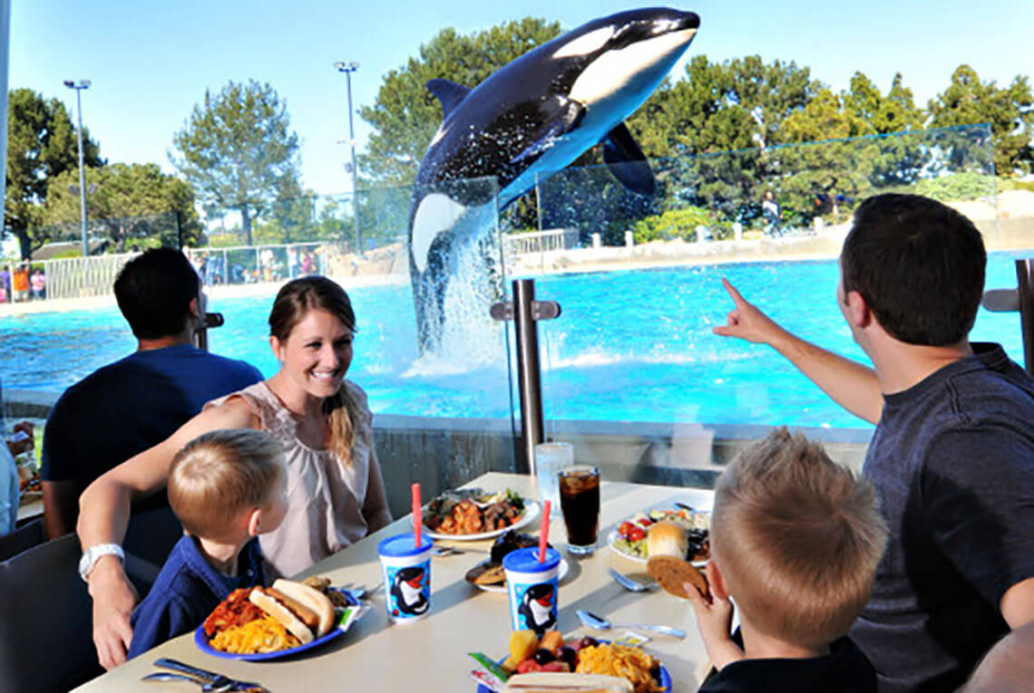 SeaWorld Orlando - Dine with Shamu