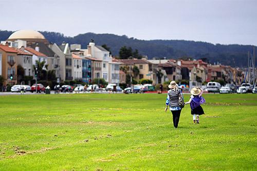 San Francisco walking in Dolores Park
